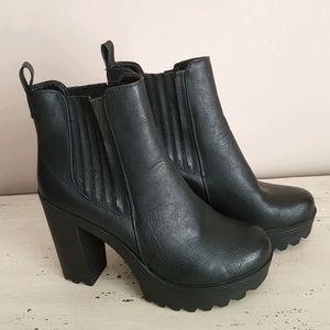 🛍Steve Madden🛍Comfort Platform Leather Booties